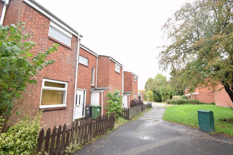 3 bed house to rent in Goodrich Close 2