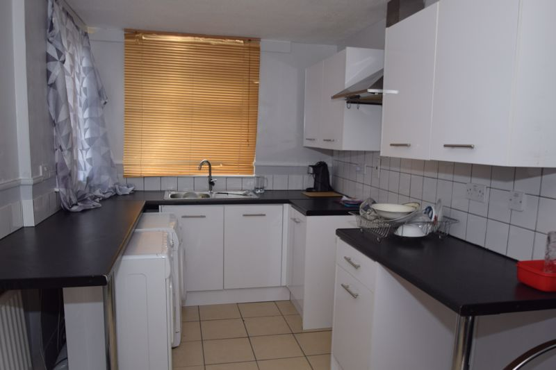 3 bed house to rent in Goodrich Close 4