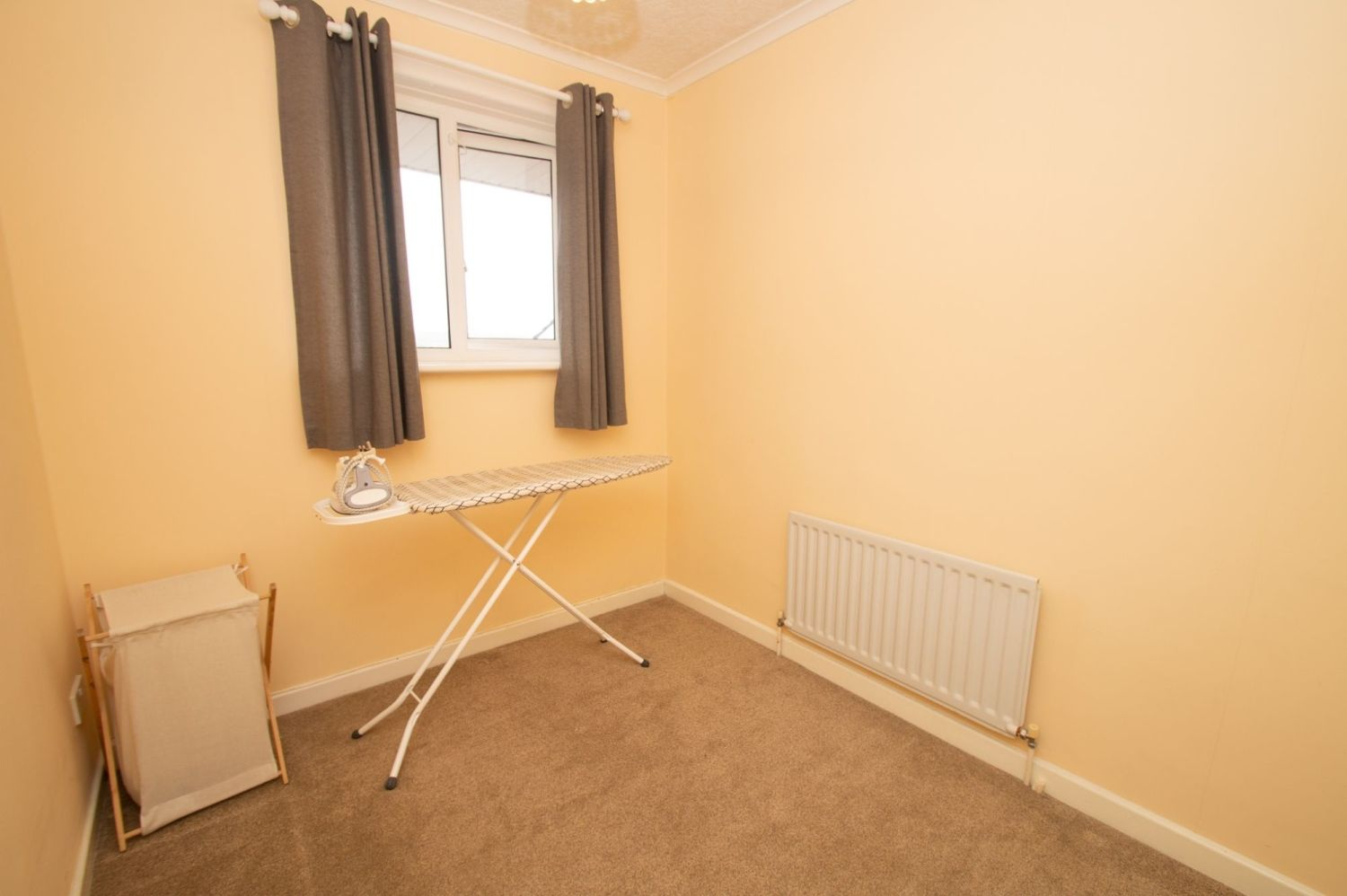 3 bed semi-detached for sale in Vicarage Crescent, Redditch  - Property Image 10