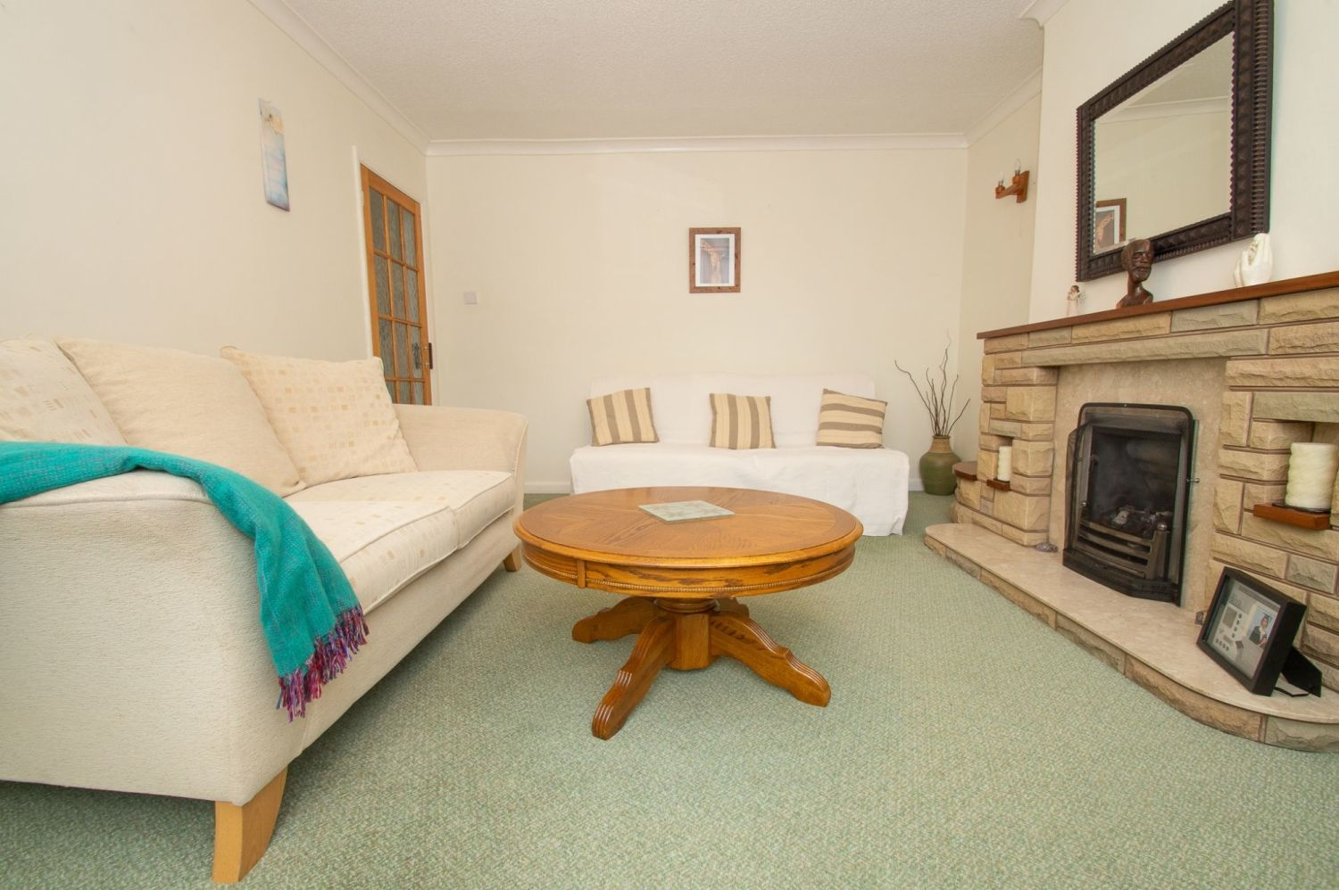 3 bed semi-detached for sale in Vicarage Crescent, Redditch  - Property Image 3