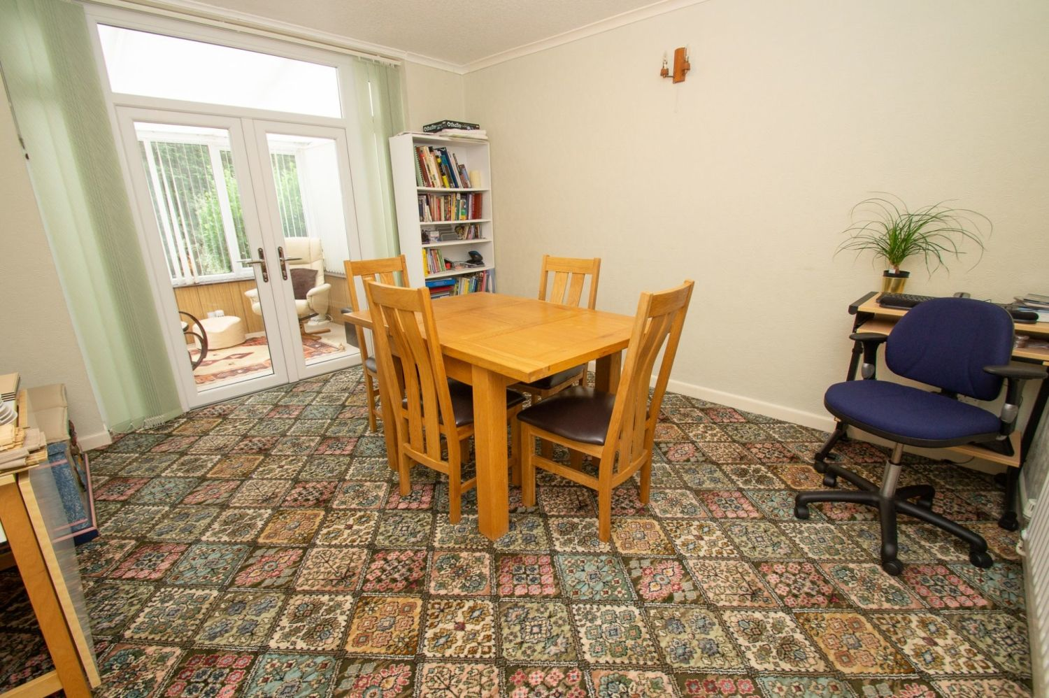 3 bed semi-detached for sale in Vicarage Crescent, Redditch  - Property Image 4