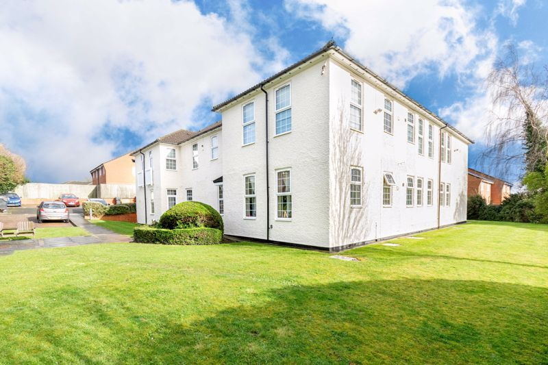 2 bed flat for sale in Exmoor Drive 13