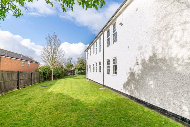 2 bed flat for sale in Exmoor Drive 14