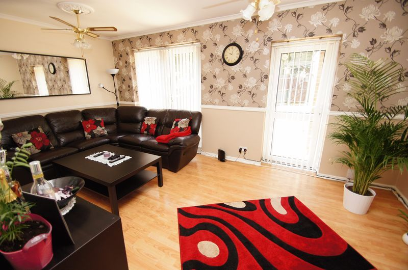 3 bed house to rent in Astley Close 2