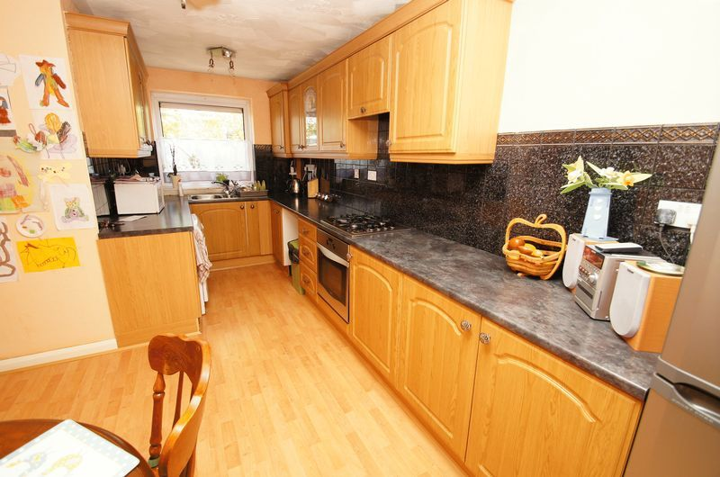 3 bed house to rent in Astley Close 3