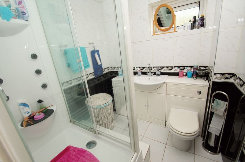 3 bed house to rent in Astley Close 4