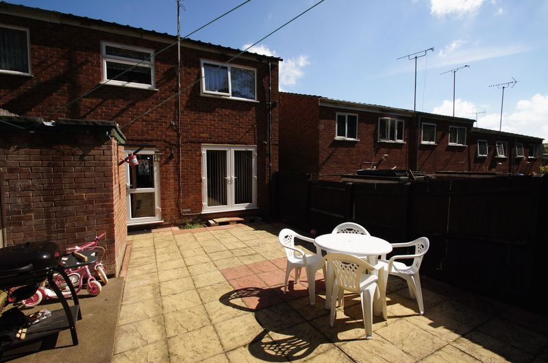 3 bed house to rent in Astley Close 5