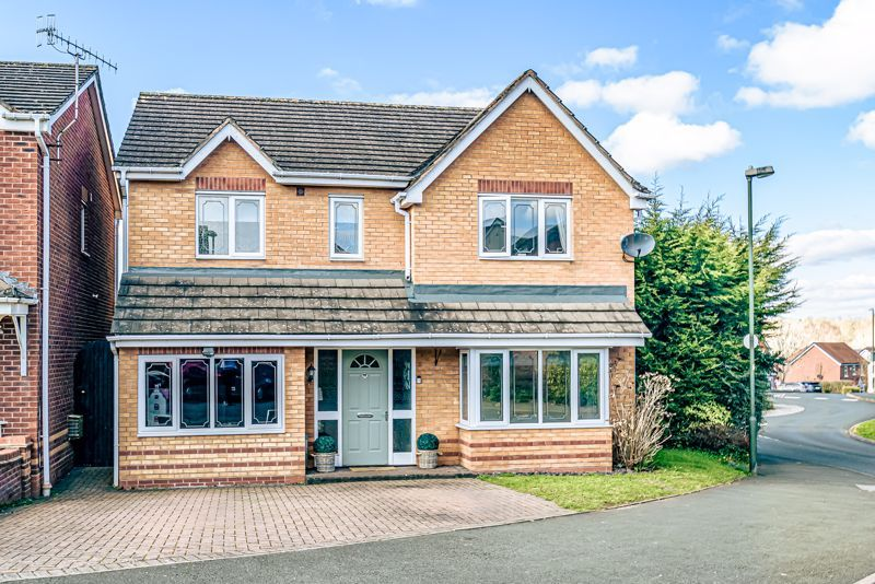 4 bed house for sale in Royal Worcester Crescent 1