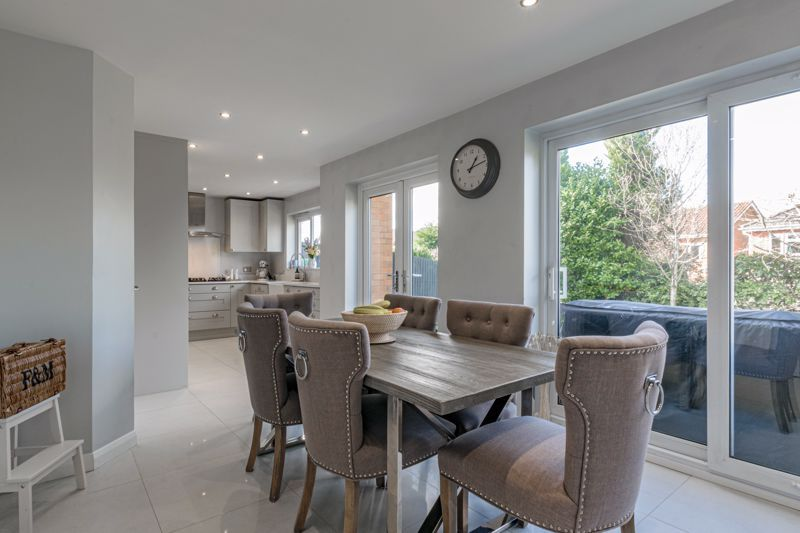 4 bed house for sale in Royal Worcester Crescent 2