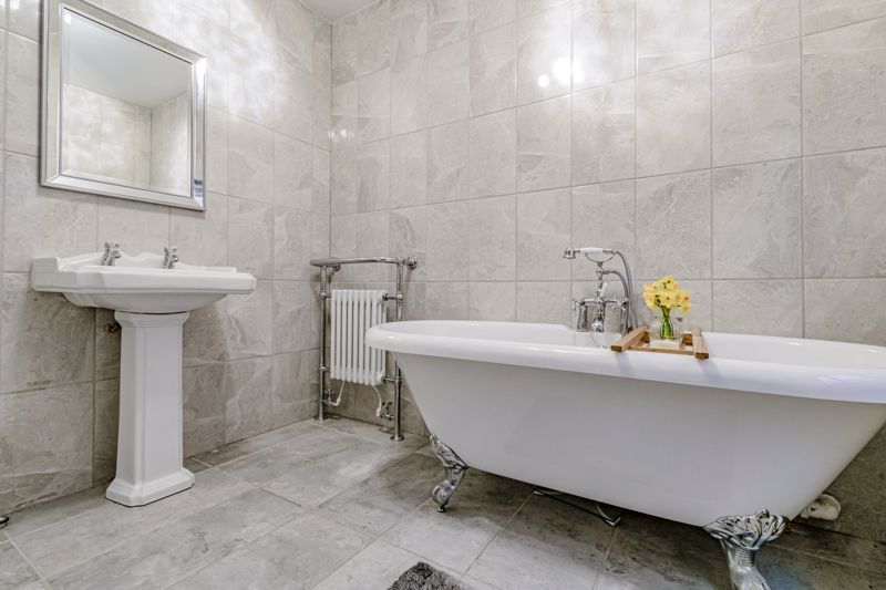 4 bed house for sale in Royal Worcester Crescent 18