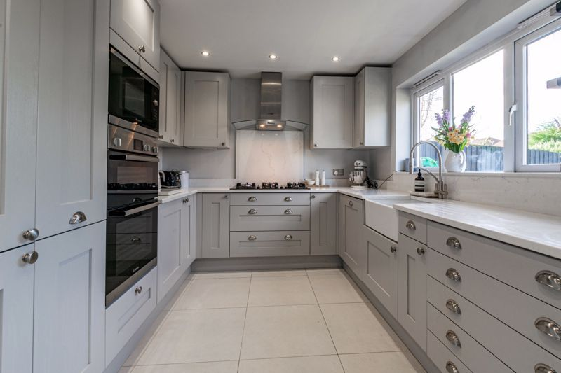 4 bed house for sale in Royal Worcester Crescent 3