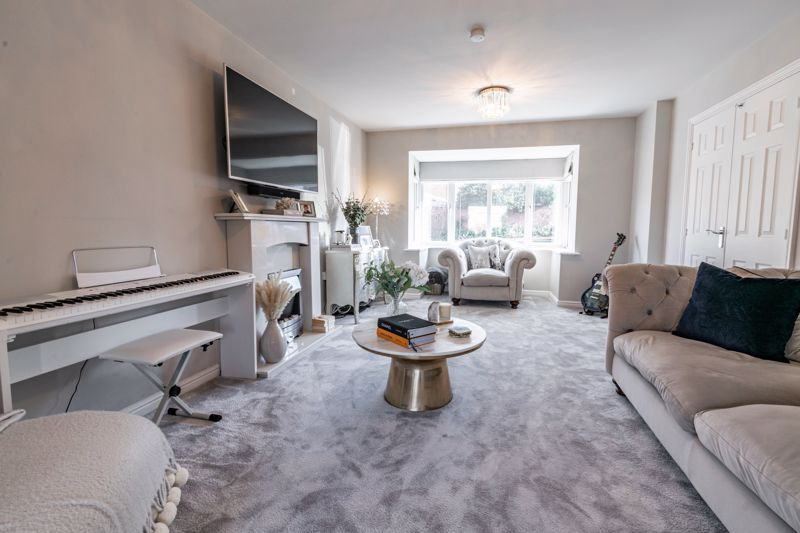 4 bed house for sale in Royal Worcester Crescent 4