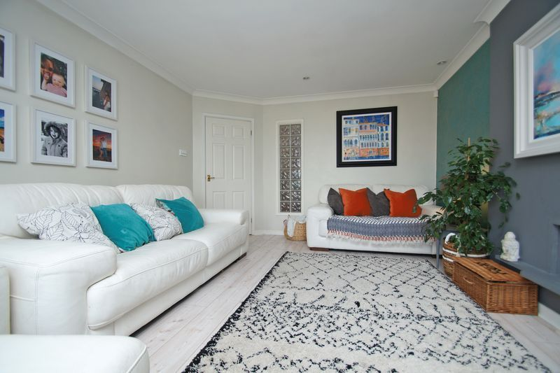 3 bed house for sale in Kestrel View  - Property Image 3