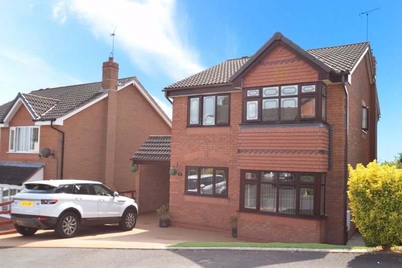 4 bed house for sale in Fairbourne Gardens 1