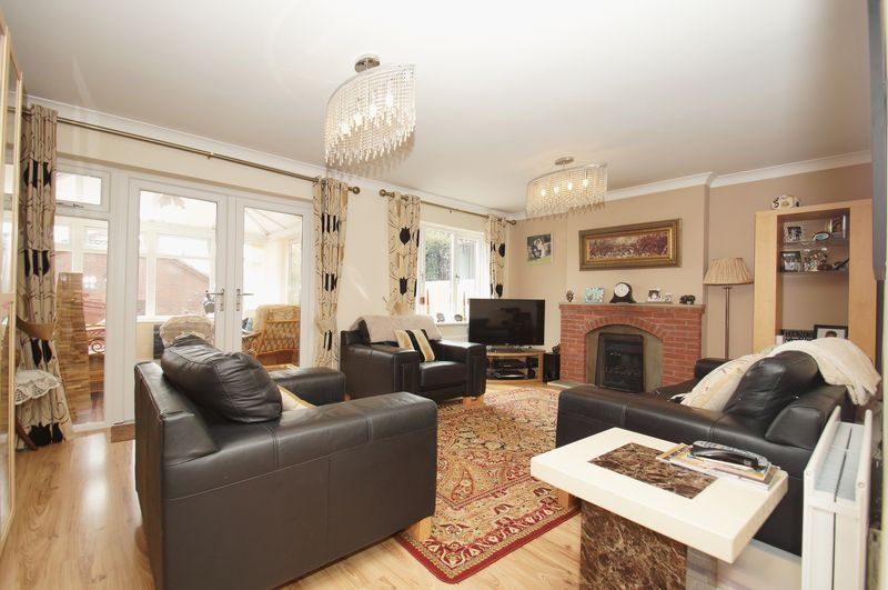4 bed house for sale in Fairbourne Gardens  - Property Image 2