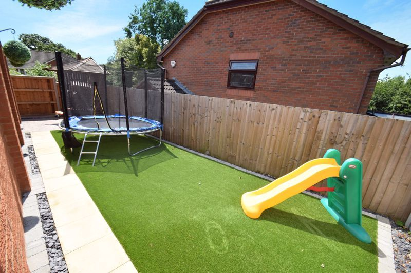 4 bed house for sale in Fairbourne Gardens  - Property Image 16