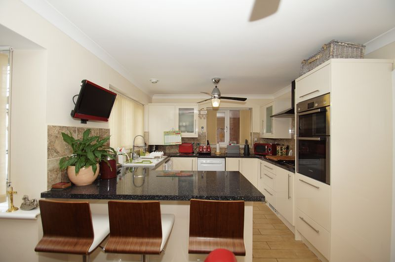 4 bed house for sale in Fairbourne Gardens  - Property Image 3