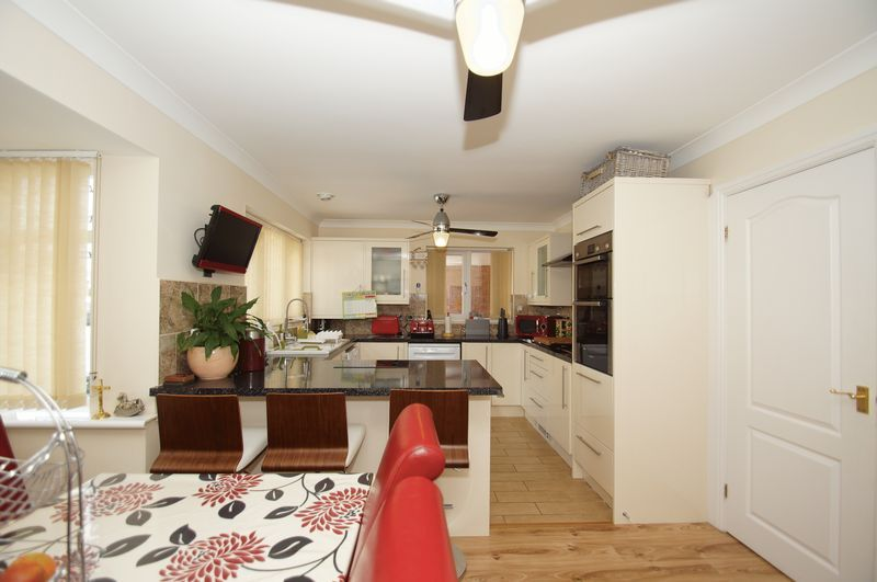 4 bed house for sale in Fairbourne Gardens  - Property Image 4