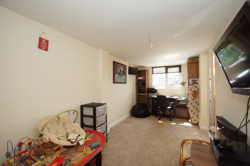 4 bed house for sale in Fairbourne Gardens 8