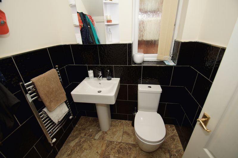 4 bed house for sale in Fairbourne Gardens 9