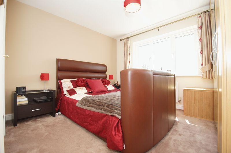 4 bed house for sale in Fairbourne Gardens  - Property Image 10