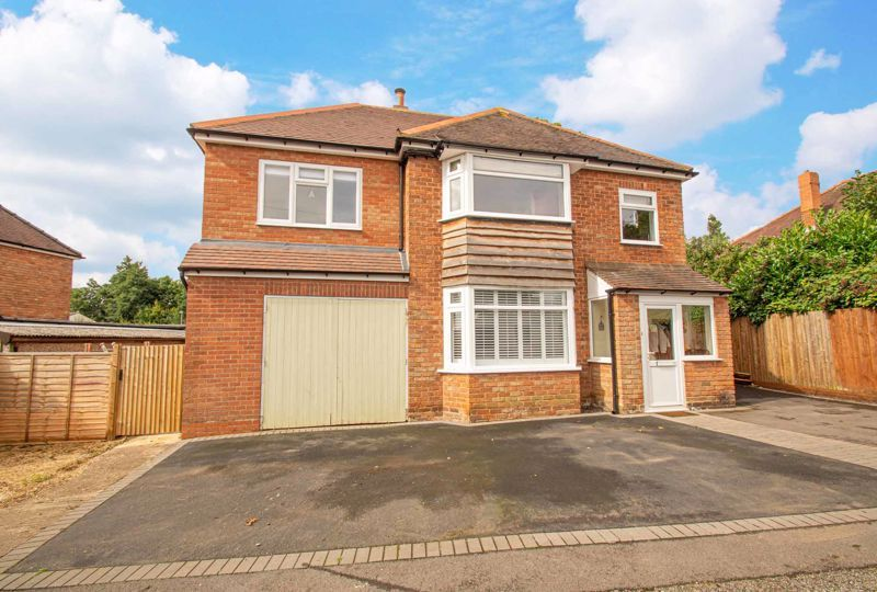 4 bed house for sale in Easemore Road 1