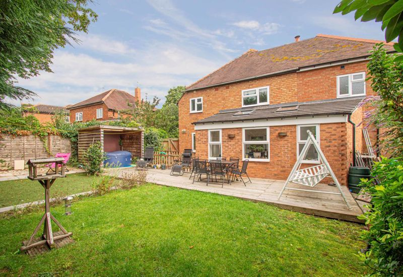 4 bed house for sale in Easemore Road 13