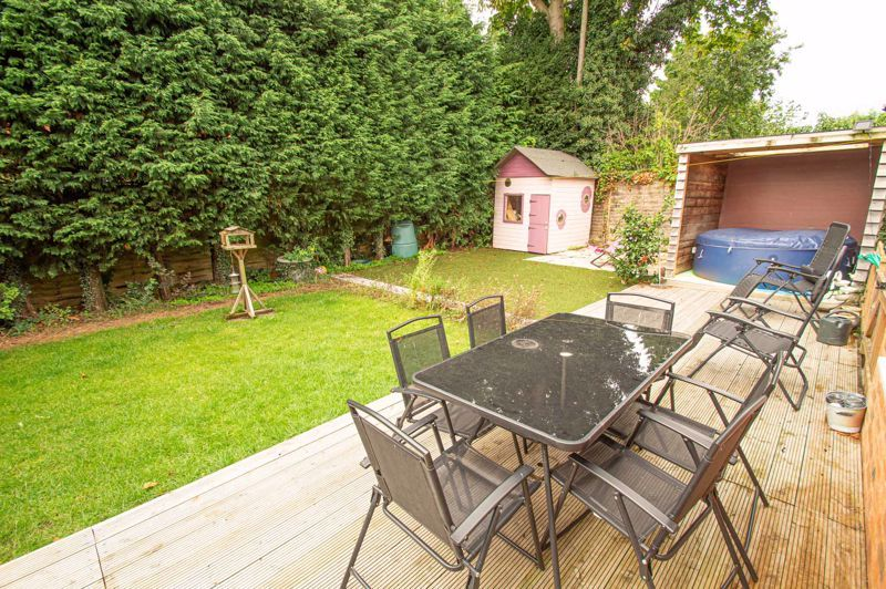 4 bed house for sale in Easemore Road  - Property Image 14