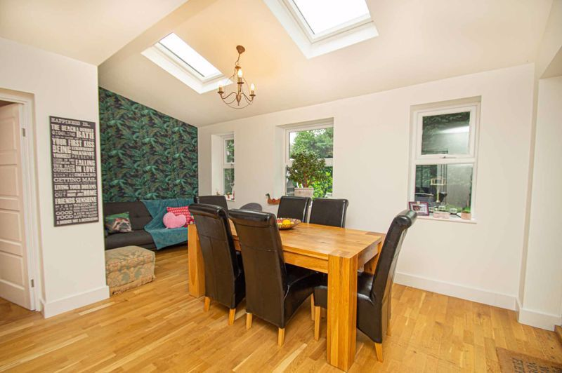 4 bed house for sale in Easemore Road  - Property Image 3