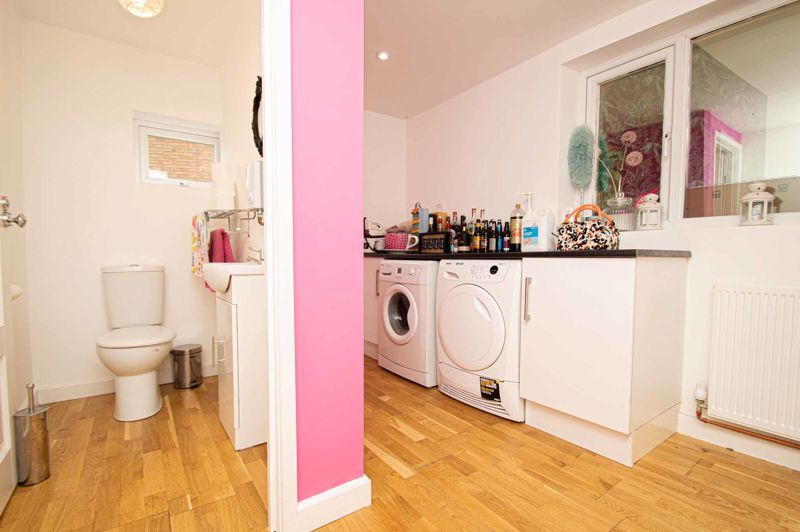 4 bed house for sale in Easemore Road  - Property Image 5