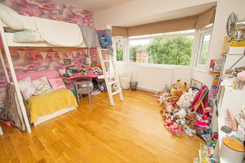 4 bed house for sale in Easemore Road  - Property Image 8