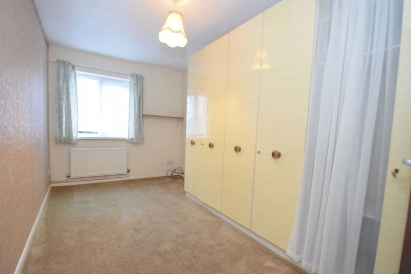2 bed flat for sale in New Road 12