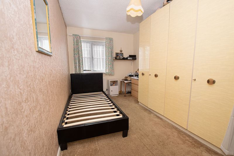 2 bed flat for sale in New Road 14