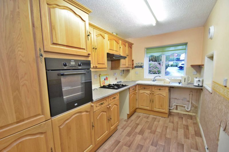 2 bed flat for sale in New Road 6