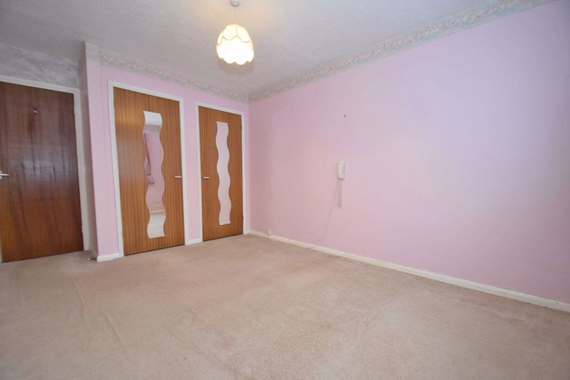 2 bed flat for sale in New Road  - Property Image 9