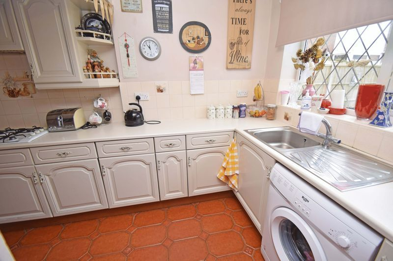 3 bed house for sale in Sutton Close  - Property Image 5