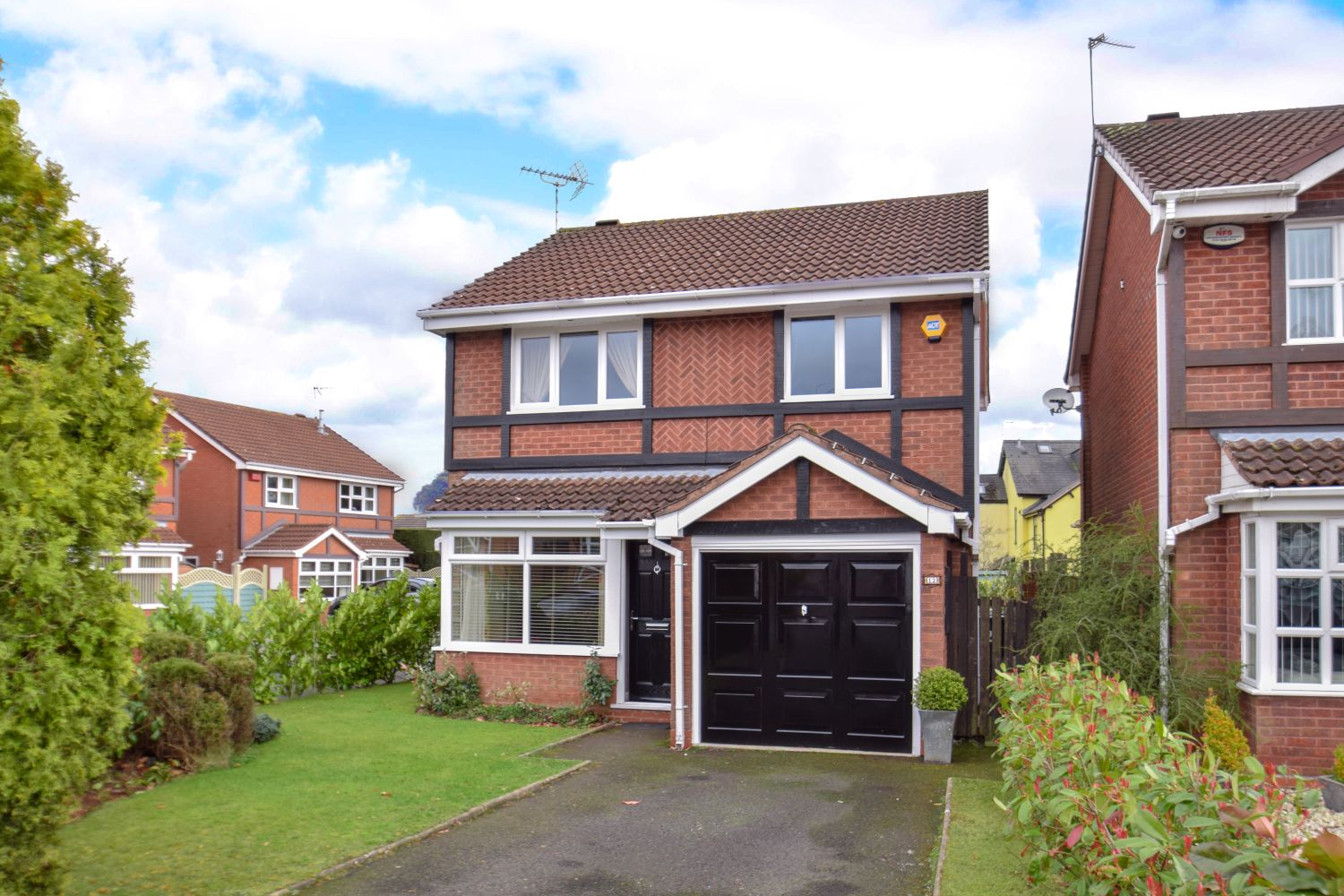 3 bed detached for sale in Foxes Close, Blackwell, B60 1