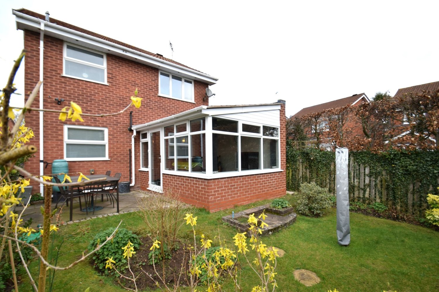 3 bed detached for sale in Foxes Close, Blackwell, B60 22