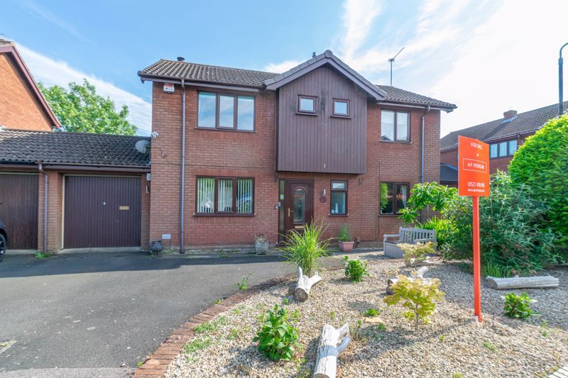 4 bed house for sale in Eldersfield Close 1