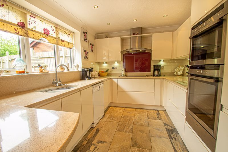 4 bed house for sale in Eldersfield Close 2