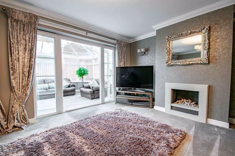 4 bed house for sale in Crownhill Meadow  - Property Image 4