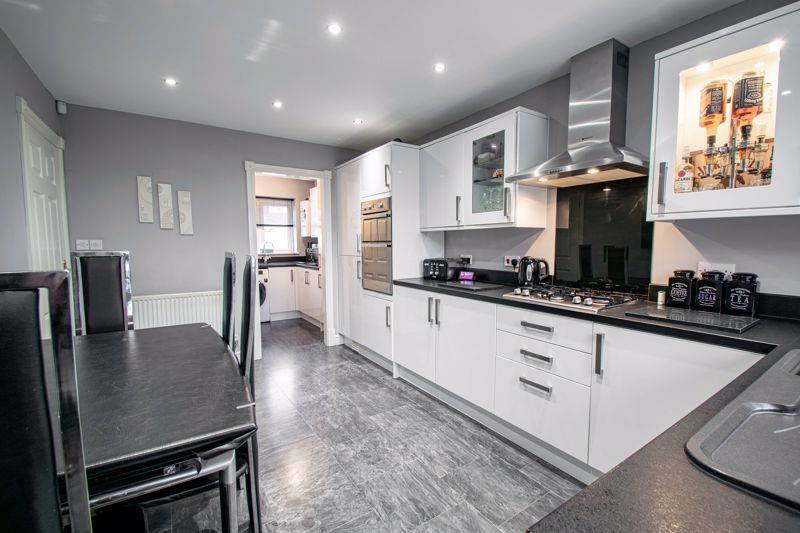 4 bed house for sale in Crownhill Meadow  - Property Image 6