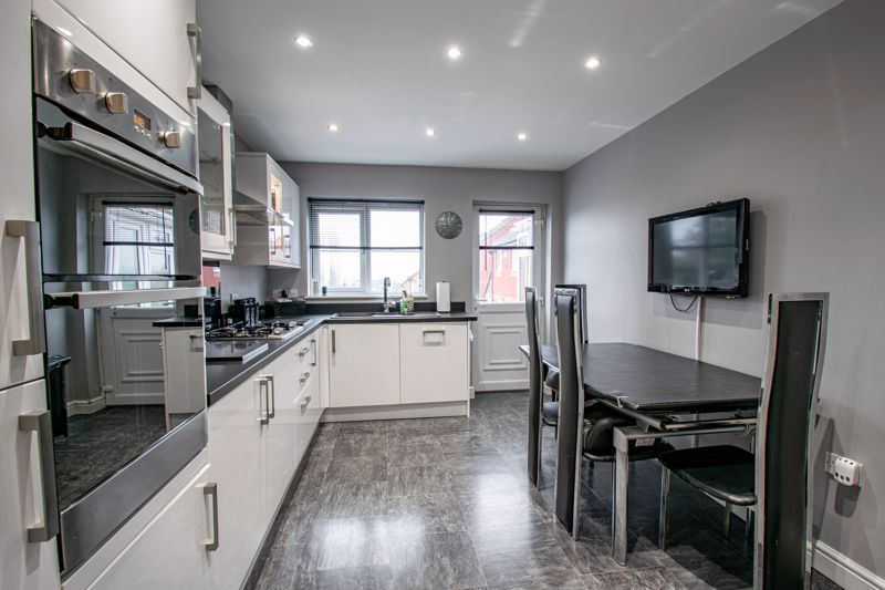 4 bed house for sale in Crownhill Meadow  - Property Image 7