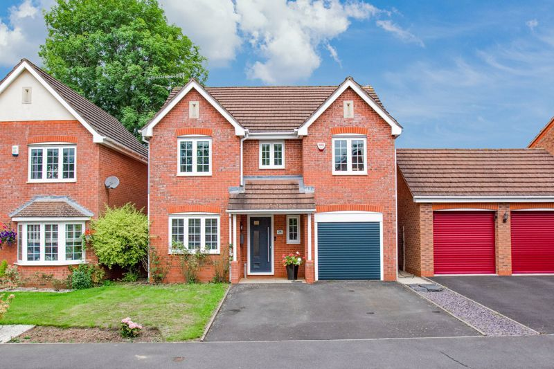 4 bed house for sale in Appletrees Crescent 1