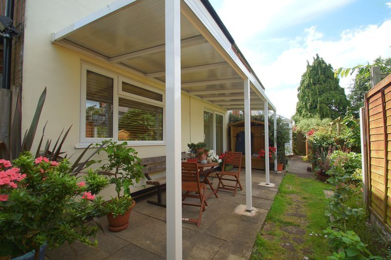 3 bed house for sale in New Road 15