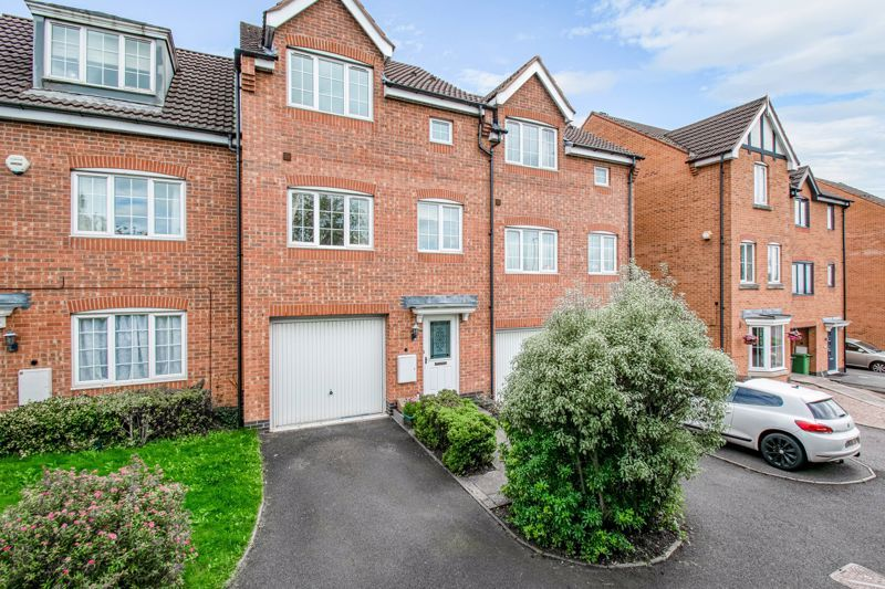 4 bed house for sale in Marlgrove Court 1