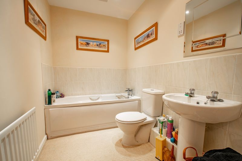 4 bed house for sale in Marlgrove Court  - Property Image 11