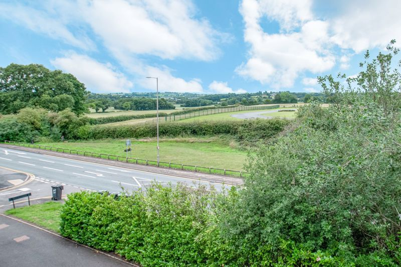 4 bed house for sale in Marlgrove Court 13