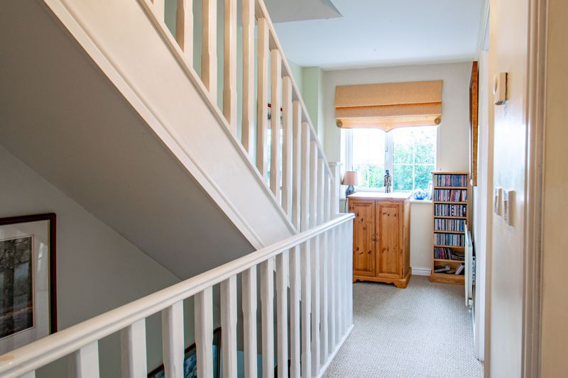4 bed house for sale in Marlgrove Court 15