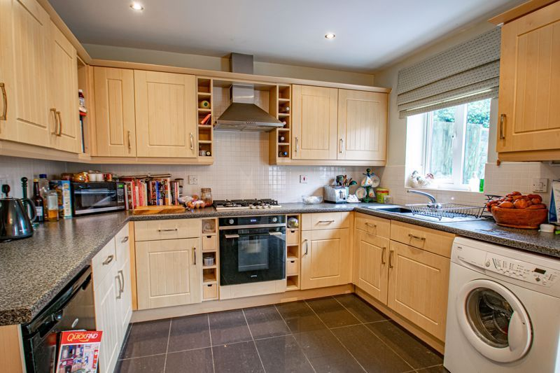 4 bed house for sale in Marlgrove Court 3
